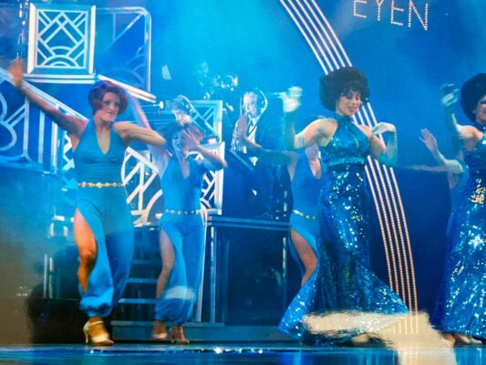 Cruise dancers