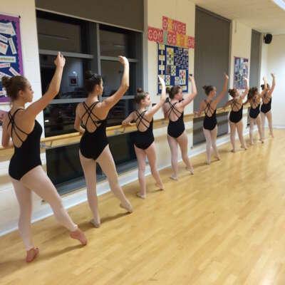 Grade 5 Ballet dancers